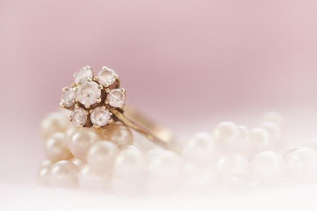 prsten zlatý