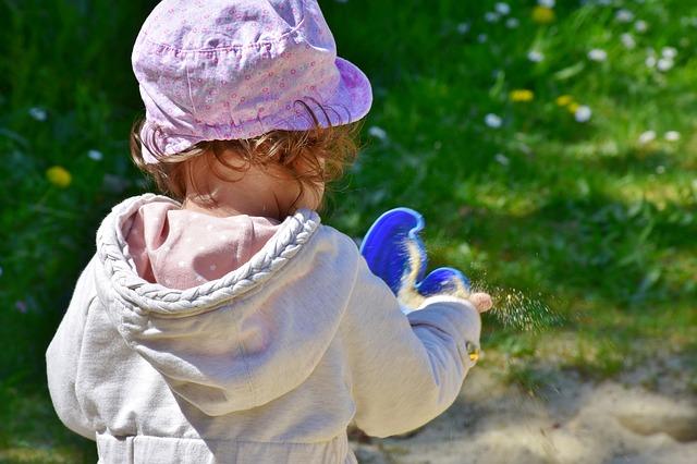 holčička a pískoviště.jpg