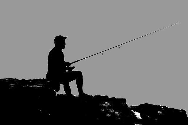 silueta rybáře
