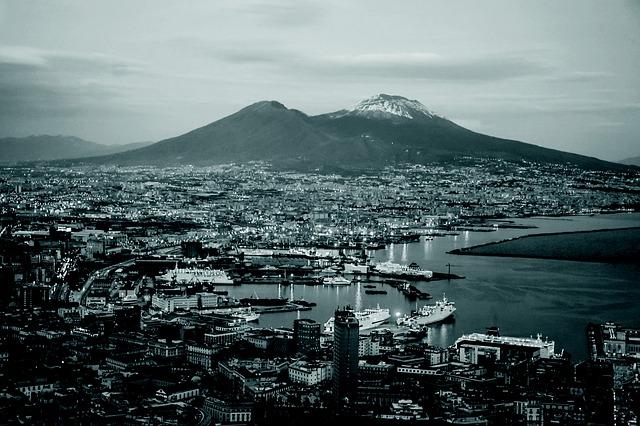 přístav v Neapoly